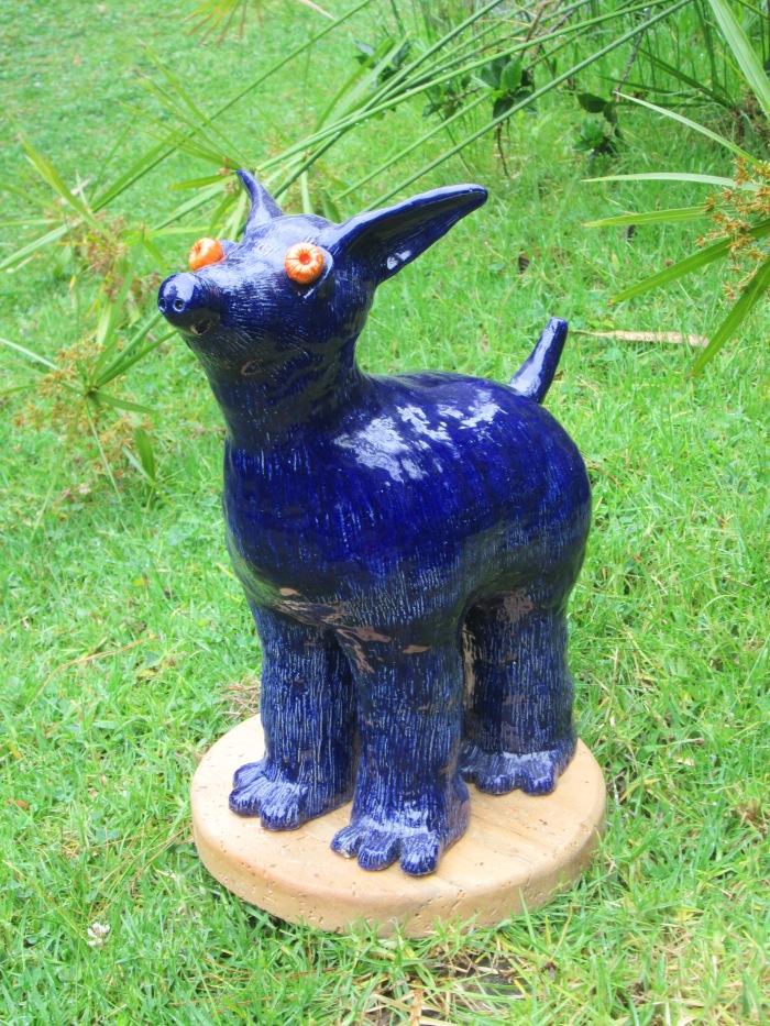 ojos de perro azul , Modelado en Cerámica, Gres y esmaltes de baja, oxido de cobalto, 40 x 40 cm, 2014