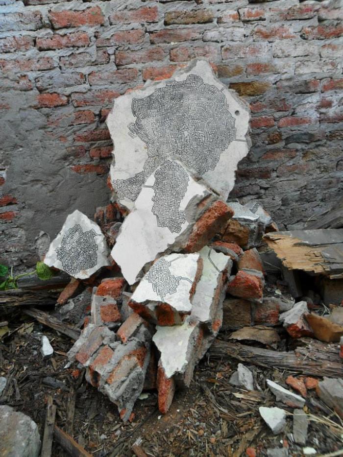 """""""Sin título"""" Marcador sobre ruinas de casa abandonada. Dimensiones variables. 2013"""