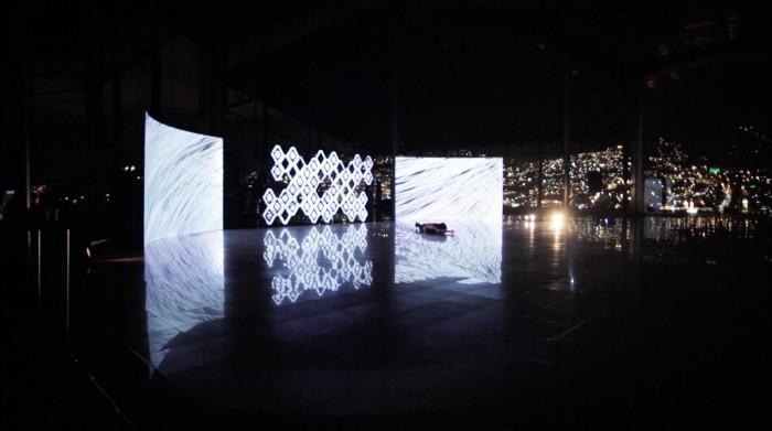Danza, escultura mapeada, música, visuales reactivos e interactividad Archivo Duración: 35min. Año: 2014