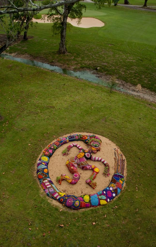 Muñeca Viajera, Intervención en la naturaleza, con el apoyo de Fist Art Foundation, Puerto Rico. 2012.