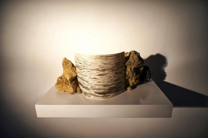 """""""El fin de todas las certezas"""" Lápiz sobre papel y piedras 35x14x20 cm. 2013"""