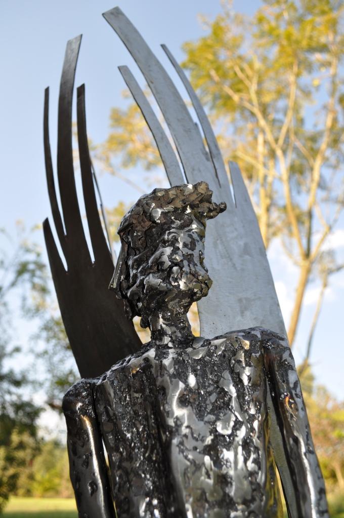 Icaro Metal. 150 x 0,45, 0,60 Escultura maciza de acero modelado, con varilla y suelda eléctrica. 2011