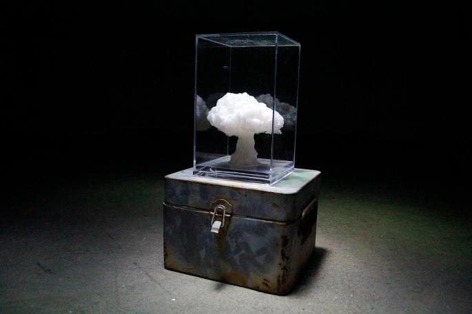 Título: Salute to Bikini Técnica: impresión tridimensional del hongo atómico y multímetro de la época. Año: 2015 50 x 20 x 20 cm